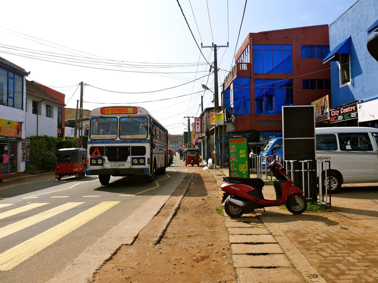 SriLanka Hikkaduwa Bus